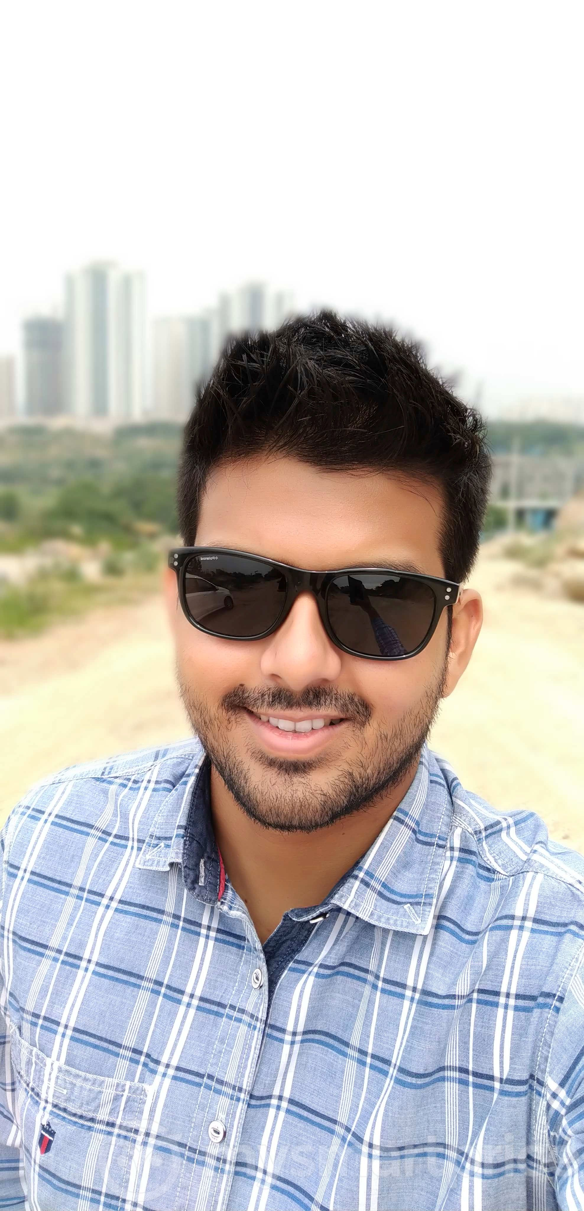 Motorola Moto One Power Review: Front-facing Camera Sample 04 (Bokeh Mode With Beauty)