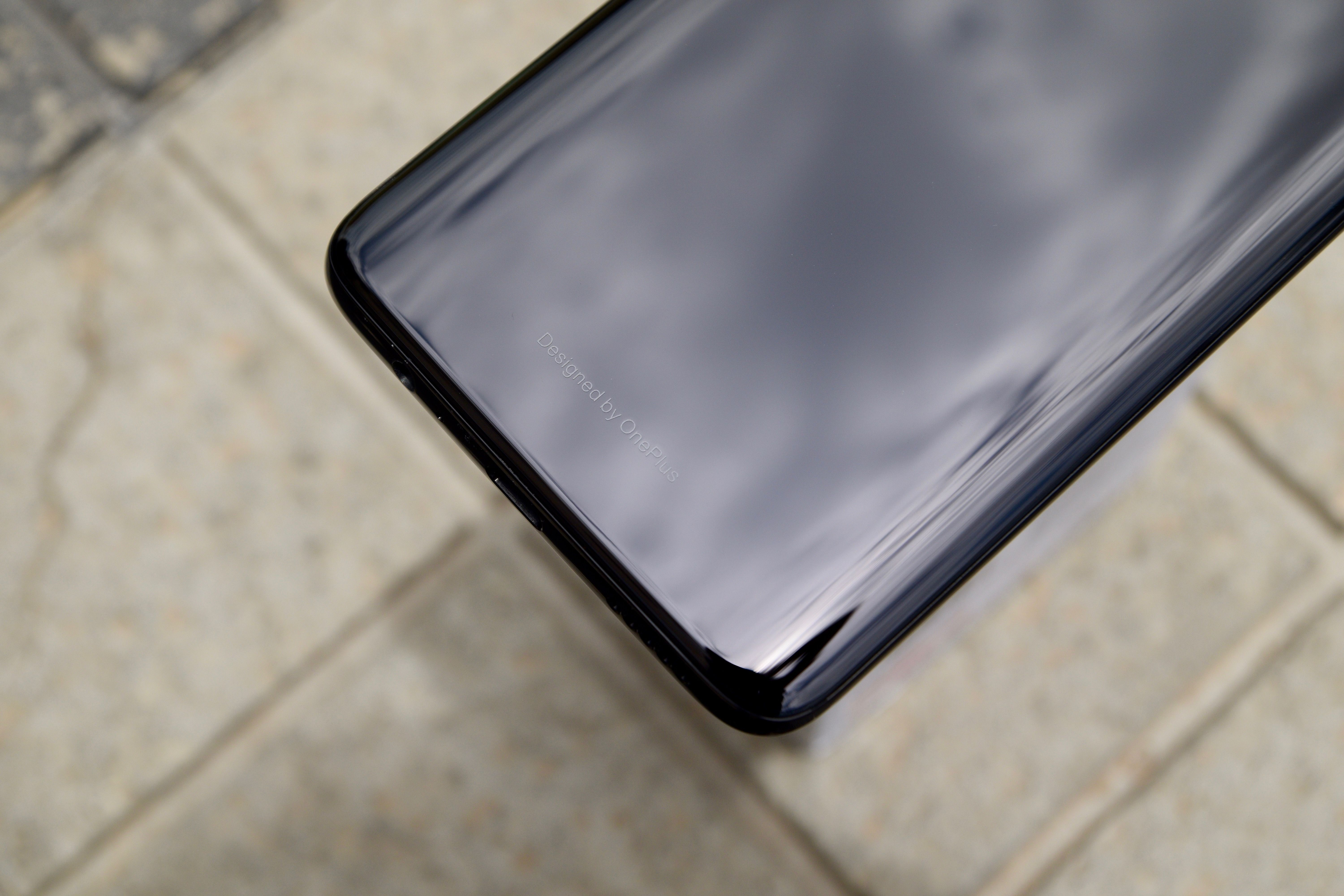 OnePlus 6 'Designed By OnePlus' Tag
