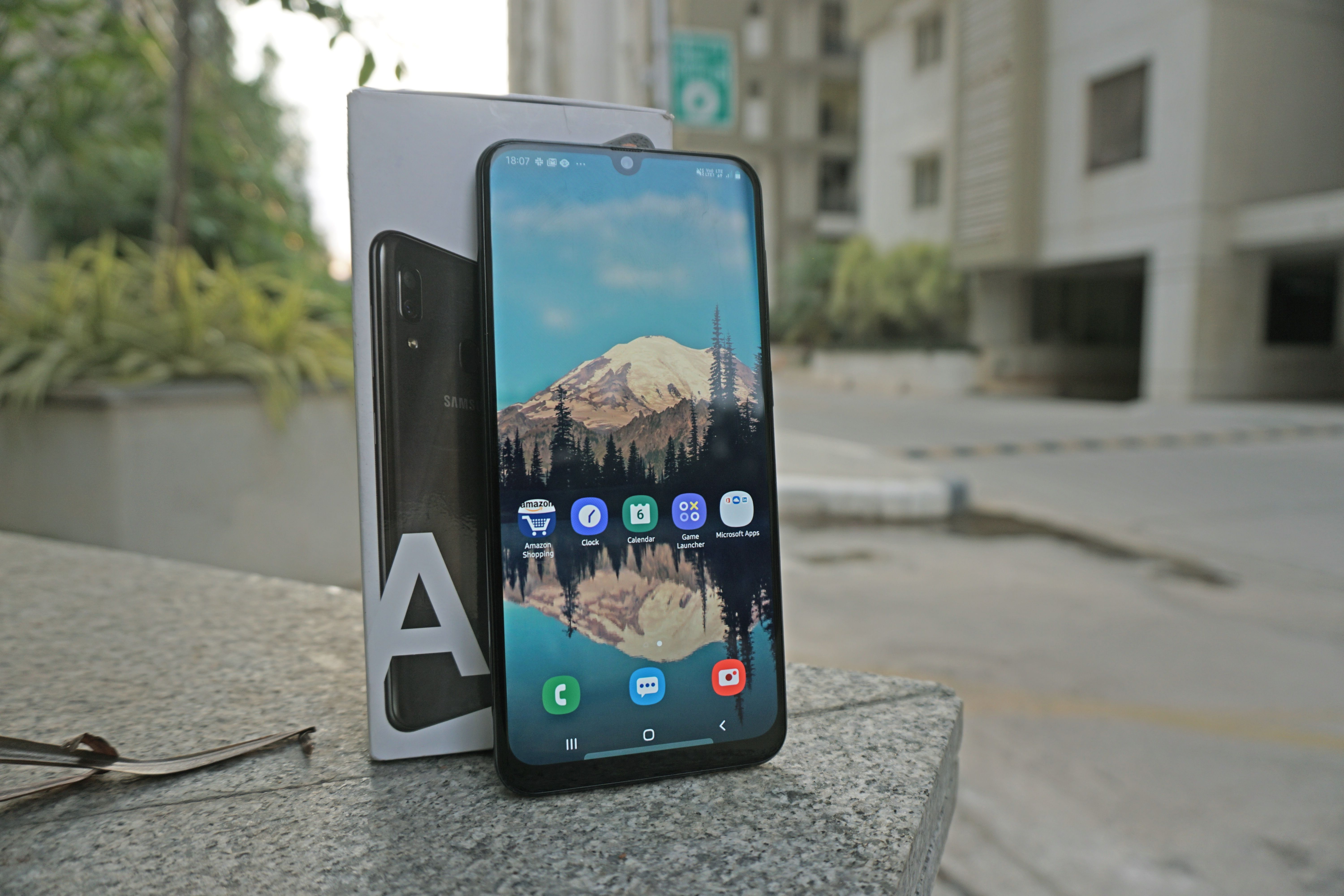 Samsung Galaxy A30 Design 1