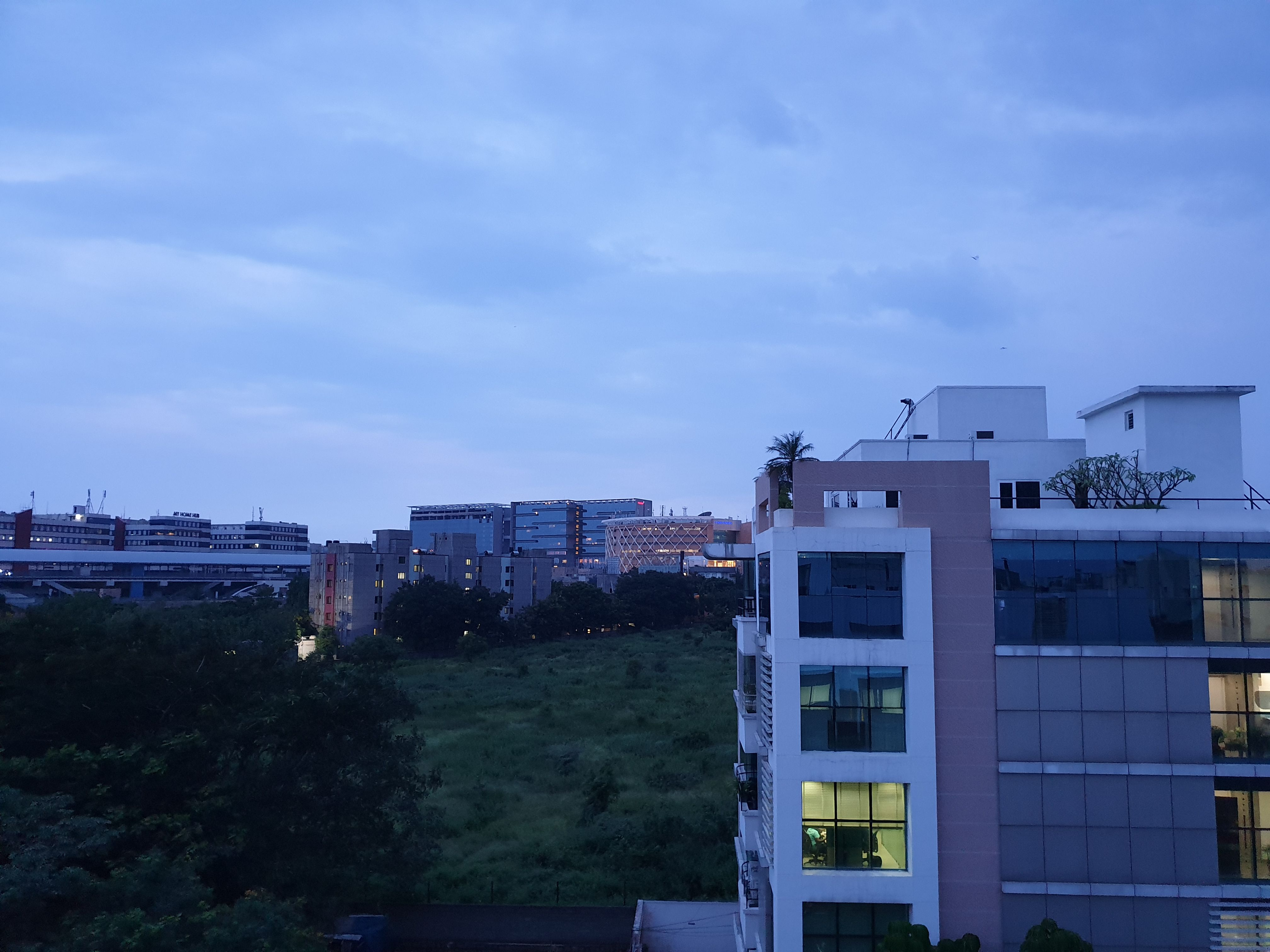 Samsung Galaxy Note 9 Camera Sample - Outdoor Twilight Wide-Angle Lens