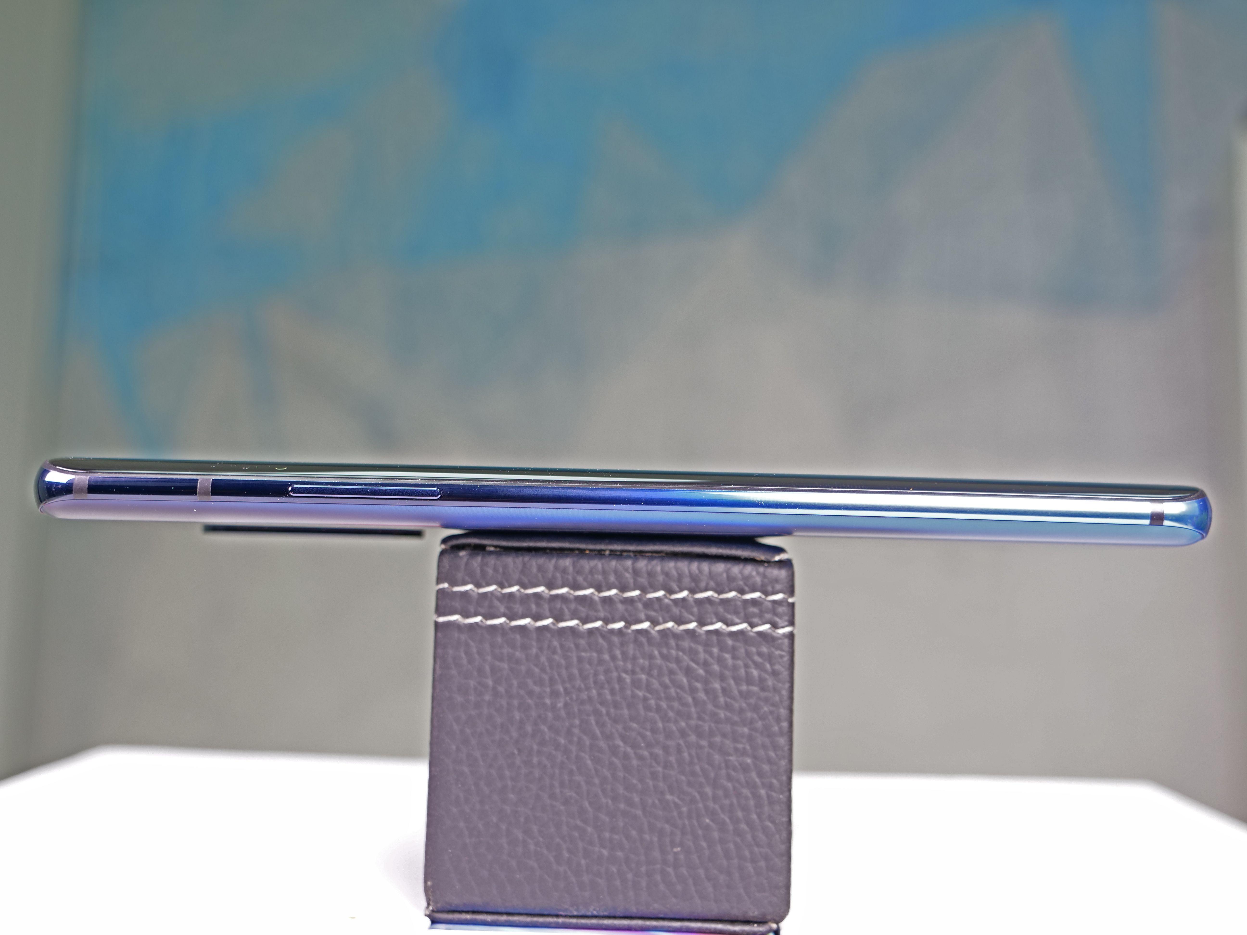 OnePlus 7 Pro Glam Shot 01