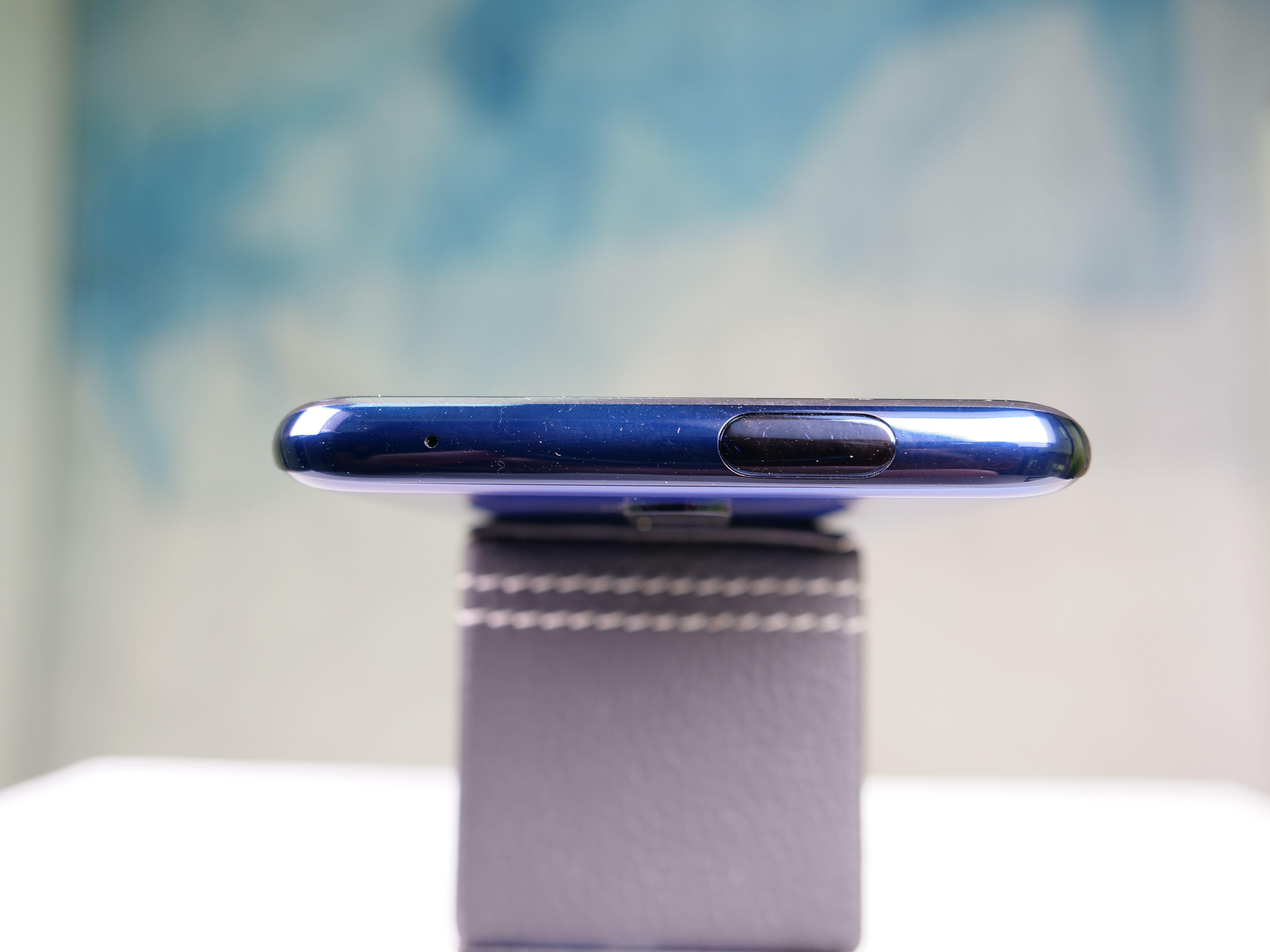 OnePlus 7 Pro Glam Shot 02