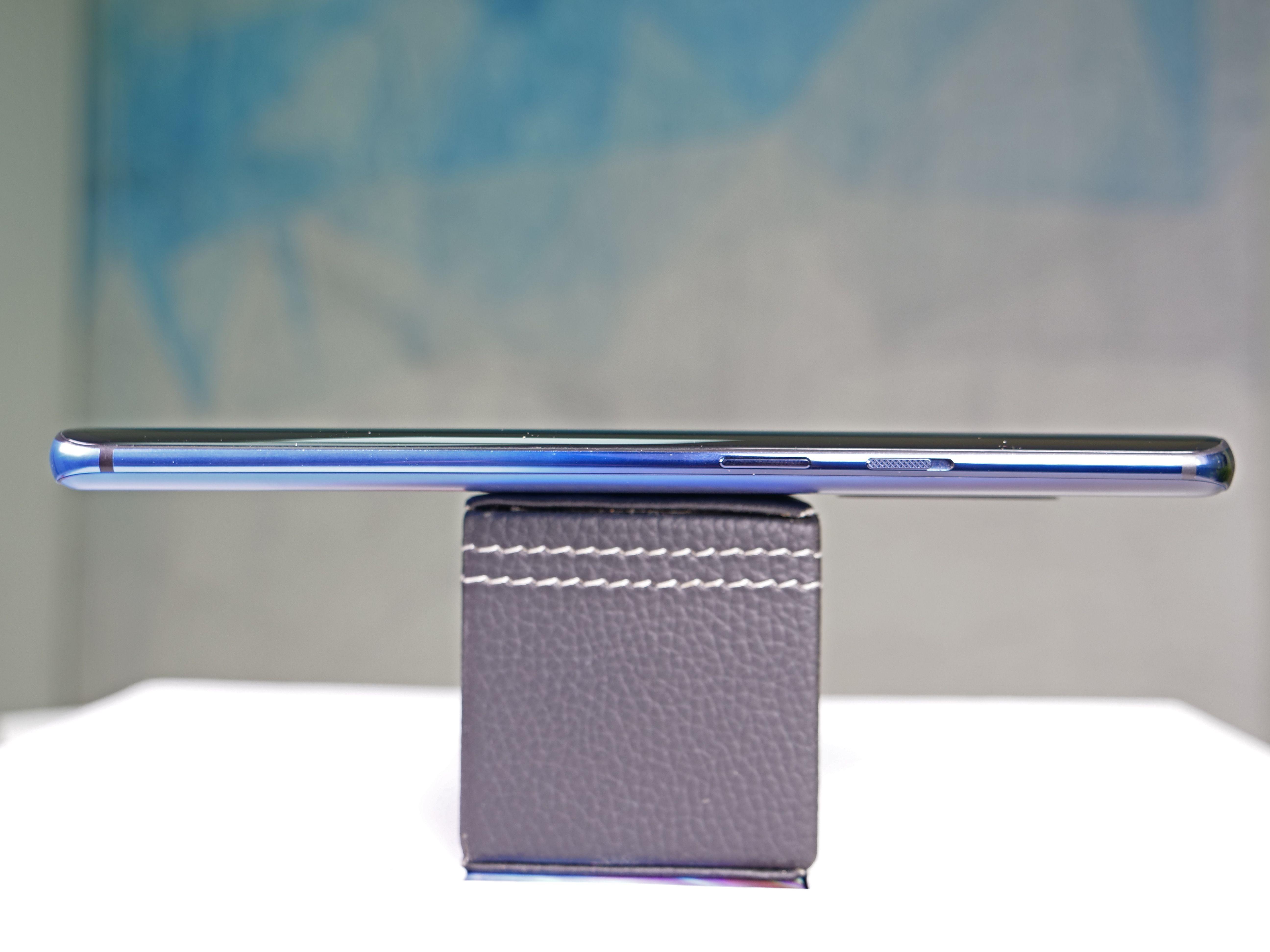 OnePlus 7 Pro Glam Shot 03