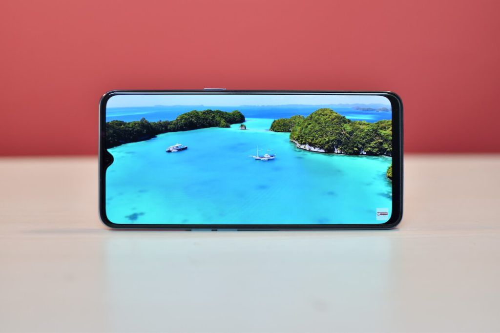 OPPO F15 Super AMOLED Screen