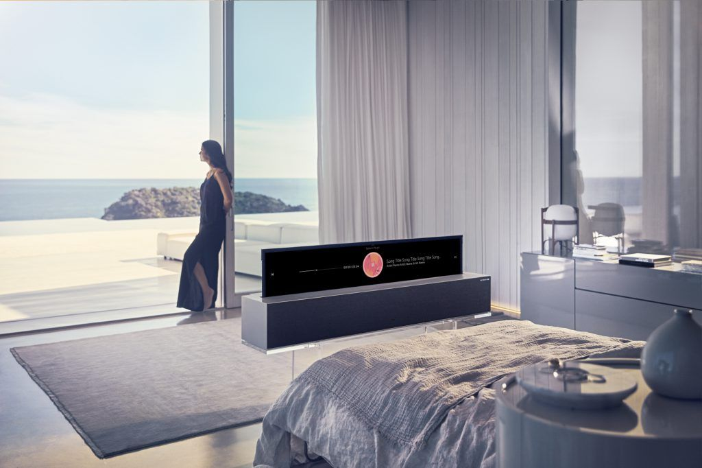 LG Signature OLED TV R - Line View