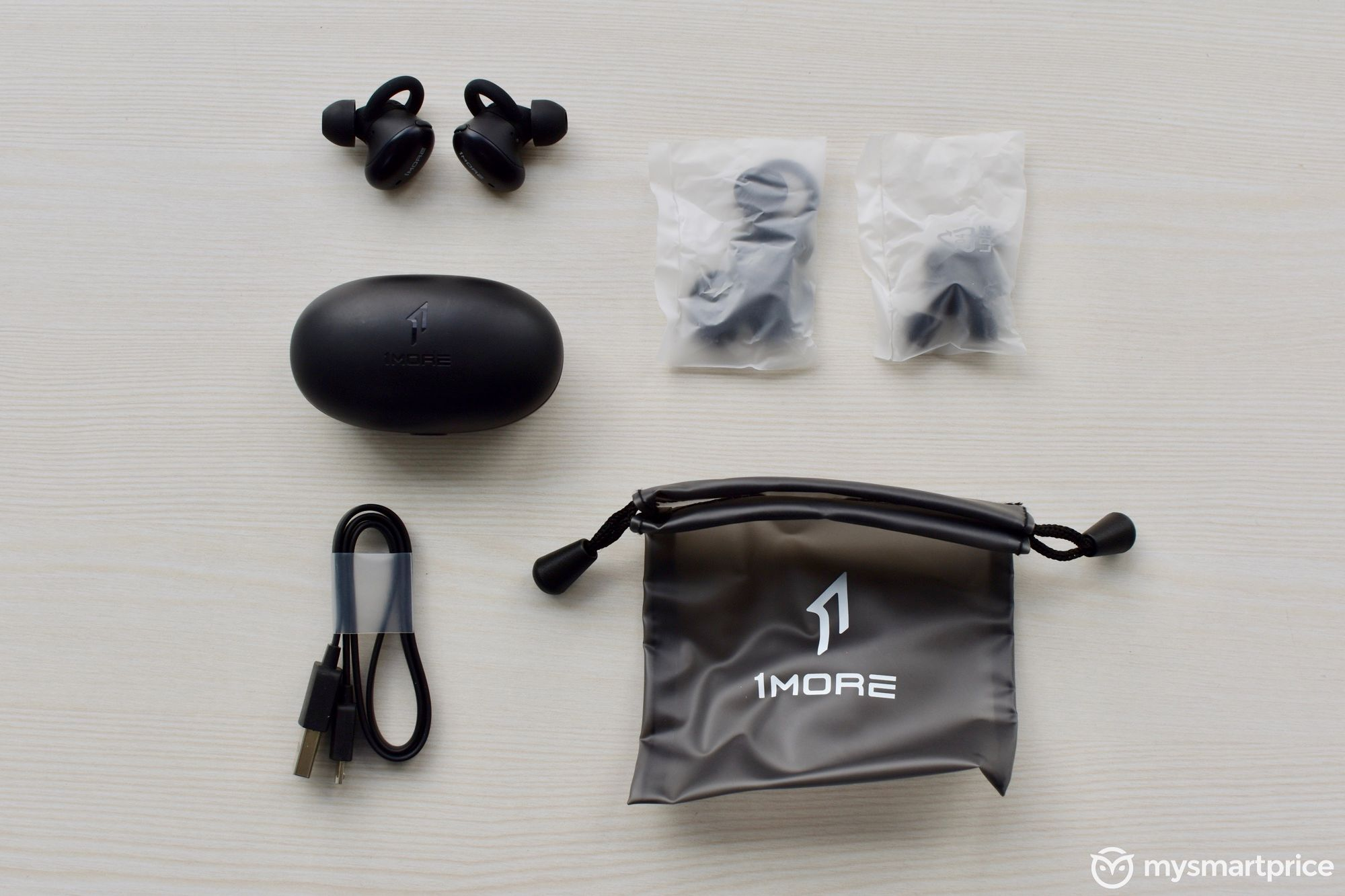 1More Stylish True Wireless Earbuds Bundled Accessories