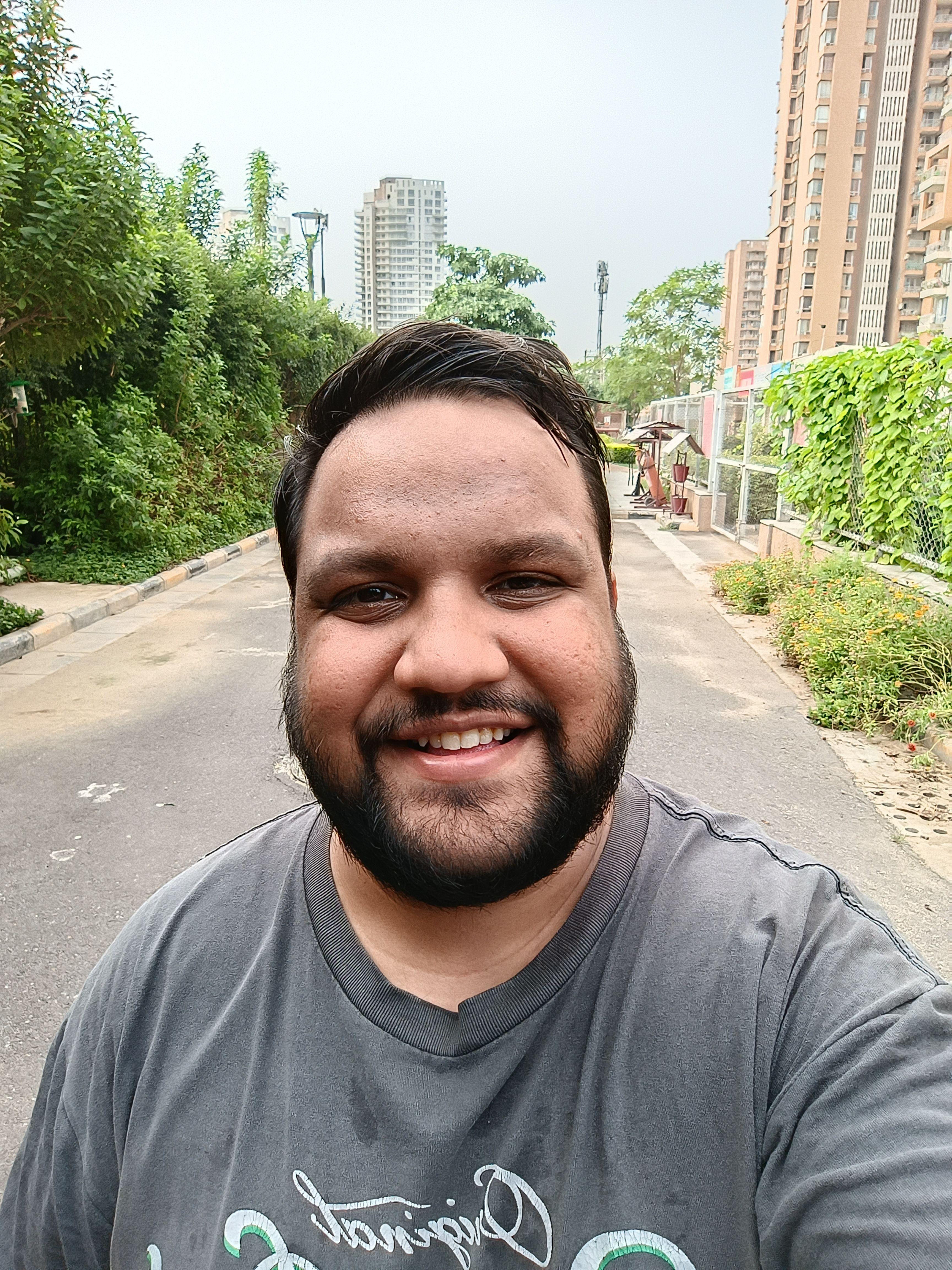 POCO F3 GT selfie