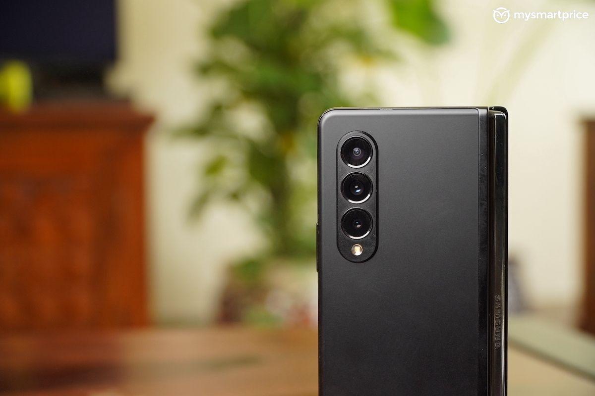 Galaxy Z Fold 3 camera